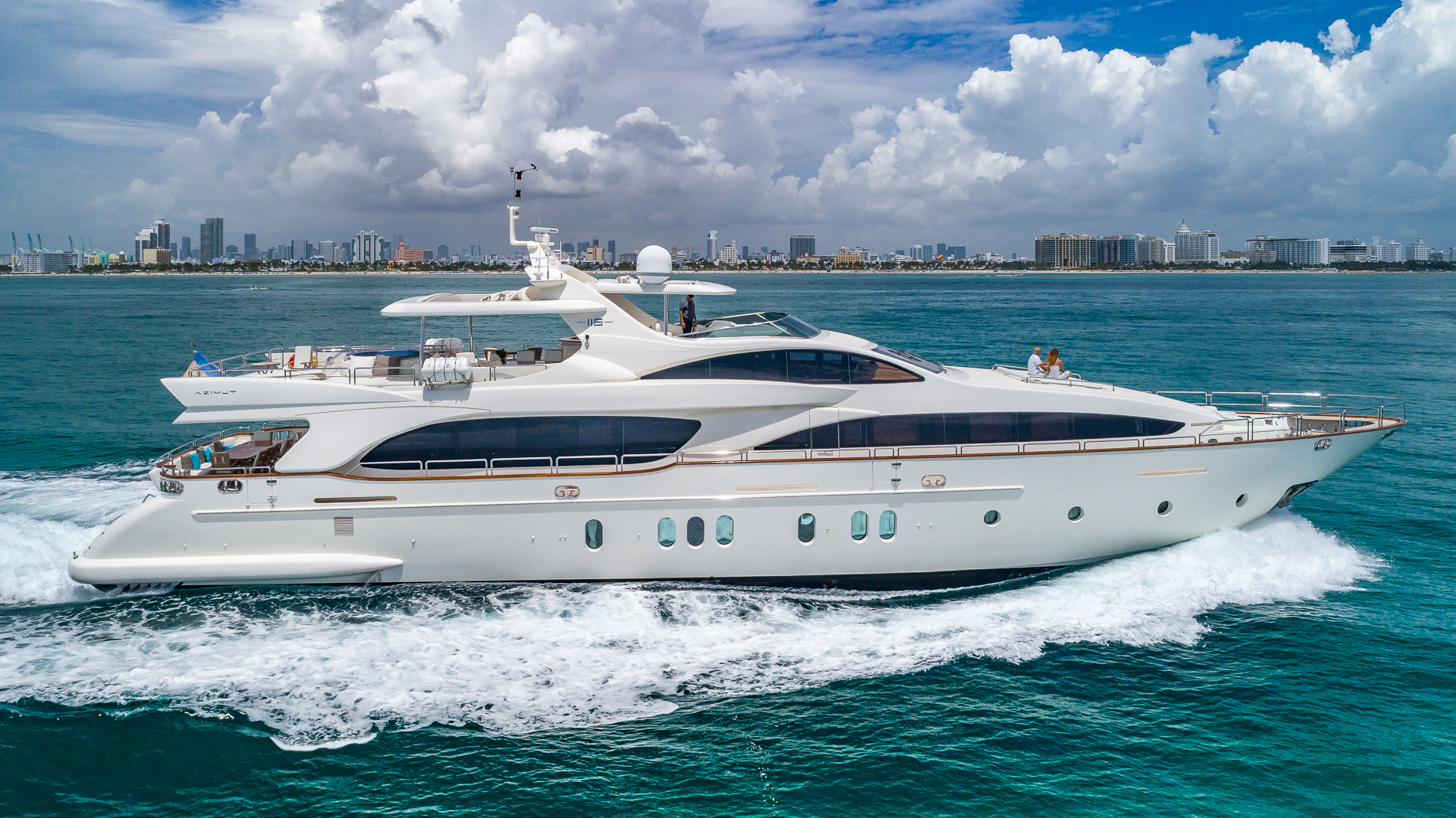 116' AZIMUT HAPPY HOUR-15